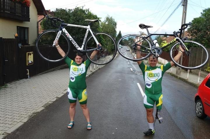 Oláh Attila parakerékpáros a Balaton körül